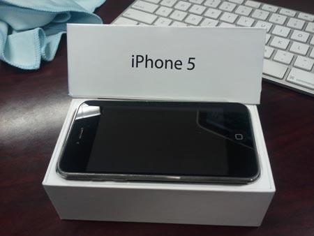 iPhone 5 voci dicono che il costo e di 800 dollari