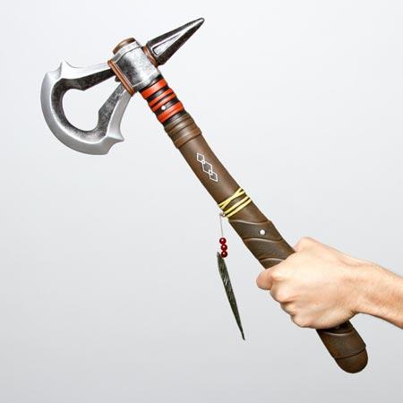 Assassins Creed 3 in vendita il tomahawk del gioco