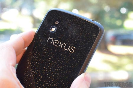 Nexus 4 prezzo in Italia a 549 euro utenti increduli